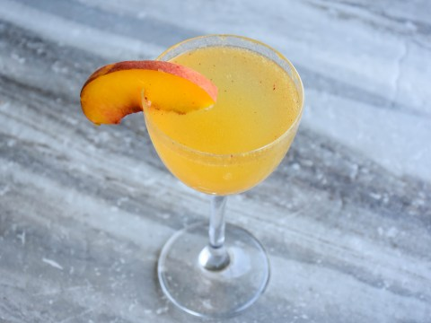 Grapefruit bellini recipe video – this is the prosecco cocktail you need in your life this weekend