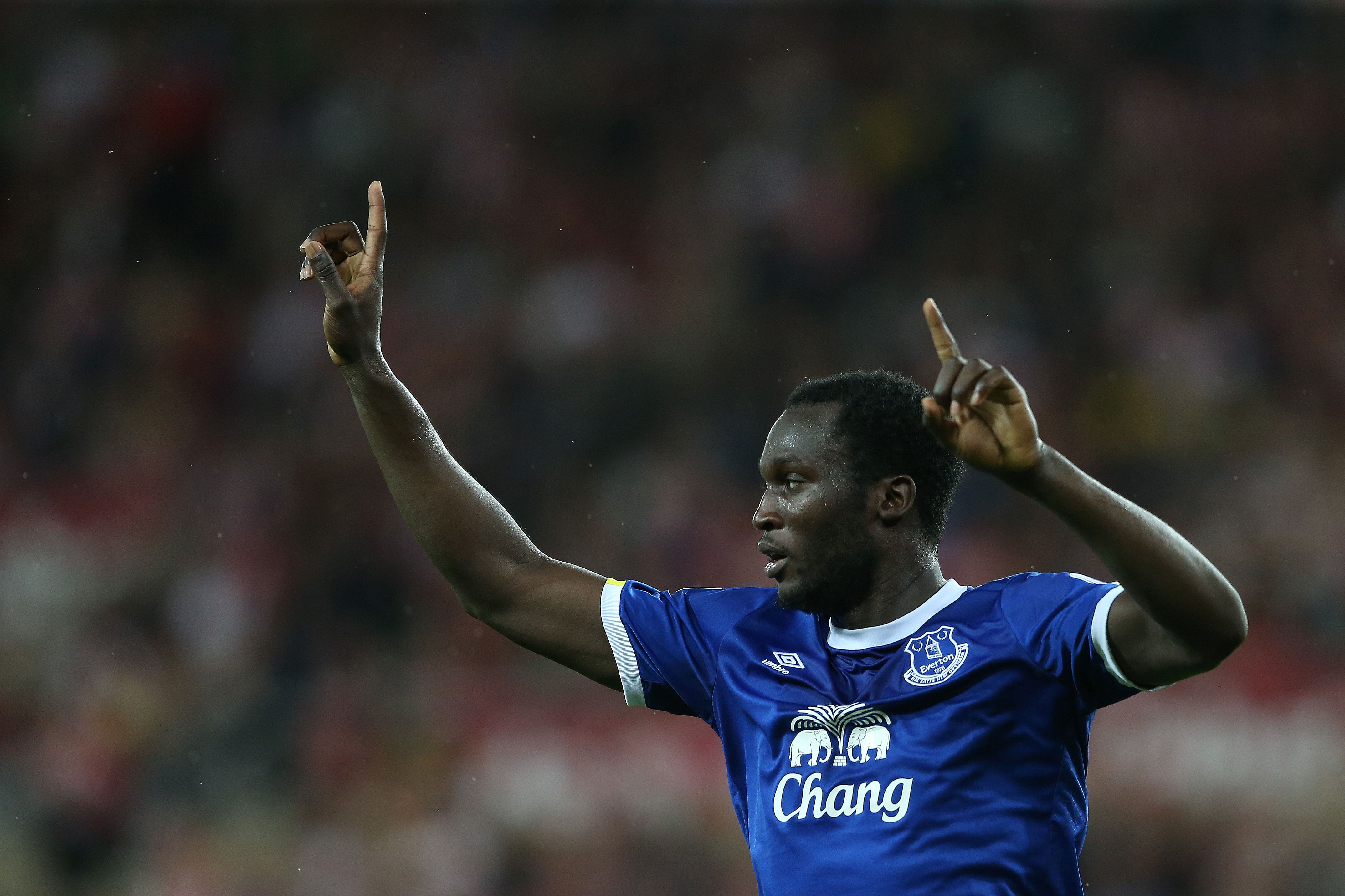 Everton's Belgian striker Romelu Lukaku celebrates scoring his team's first goal during the English Premier League football match between Sunderland and Everton at the Stadium of Light in Sunderland, north-east England on September 12, 2016. / AFP / SCOTT HEPPELL / RESTRICTED TO EDITORIAL USE. No use with unauthorized audio, video, data, fixture lists, club/league logos or 'live' services. Online in-match use limited to 75 images, no video emulation. No use in betting, games or single club/league/player publications. / (Photo credit should read SCOTT HEPPELL/AFP/Getty Images)