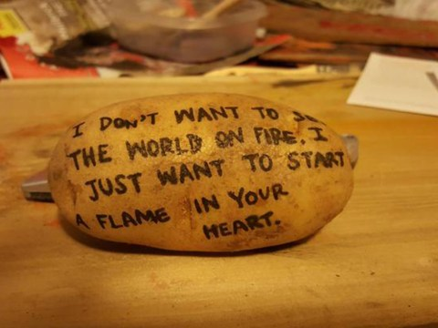 Girl sends her boyfriend a potato with a cute message because she's romantic AF