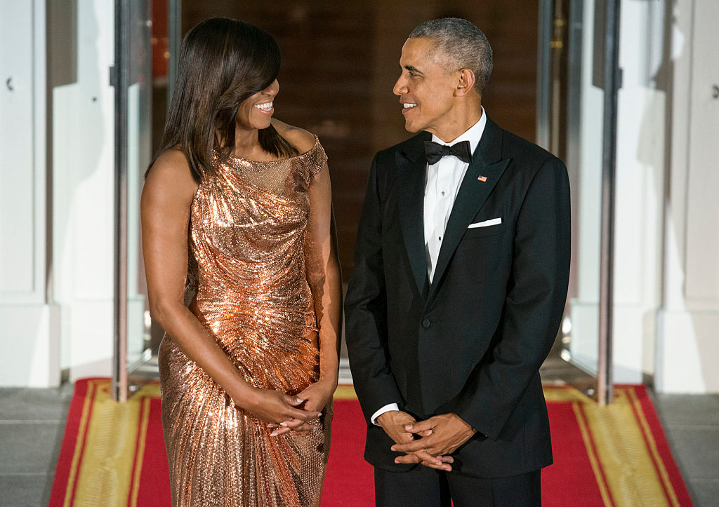 WASHINGTON, DC - OCTOBER 18: President Barack Obama (R) and First Lady Michelle Obama await the arrival of Italian Prime Minister Matteo Renzi and Agnese Landini on October 18, 2016 in Washington, DC. (Photo by Leigh Vogel/WireImage)