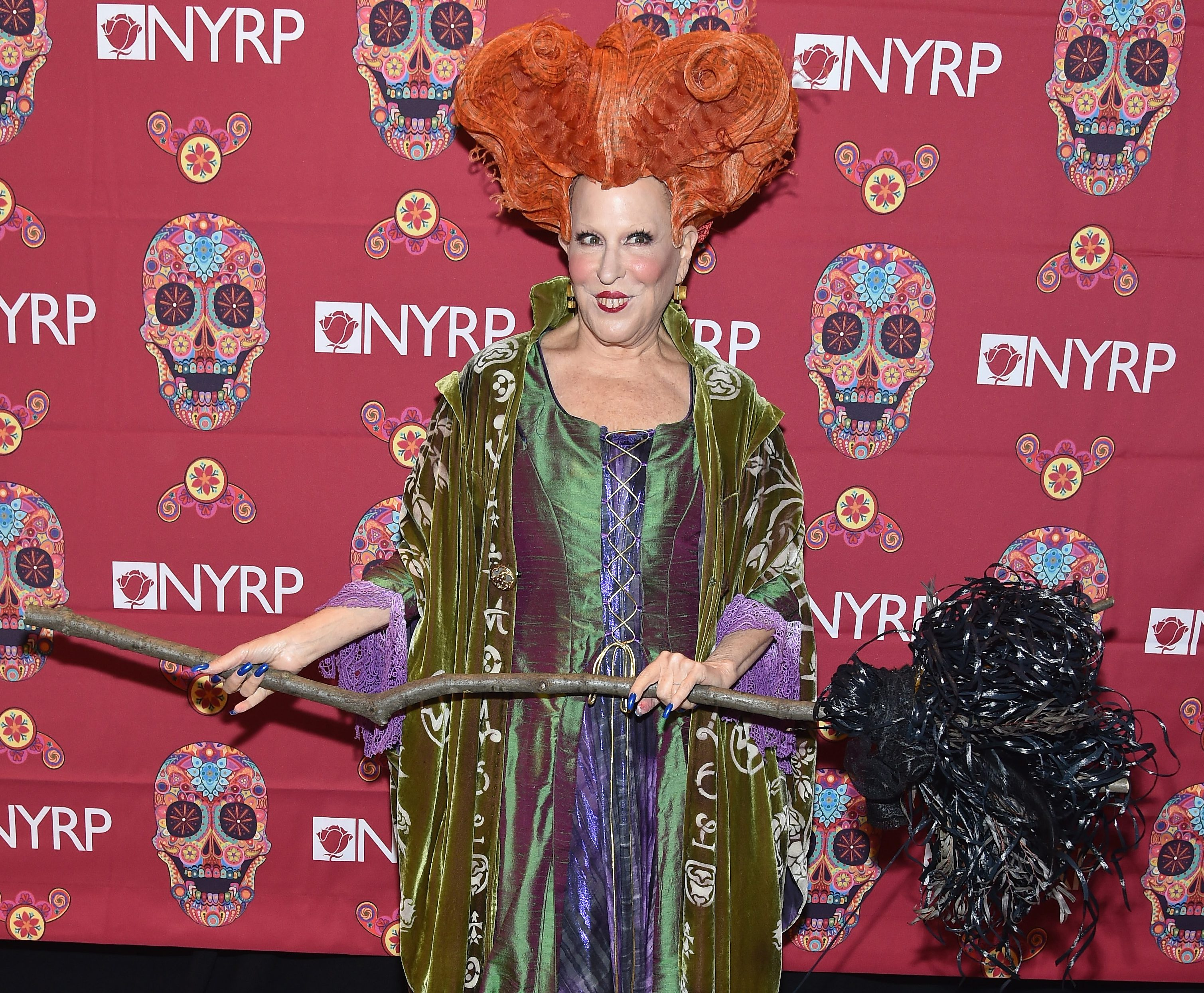 Bette Midler just brought everyone's favourite Hocus Pocus character to life