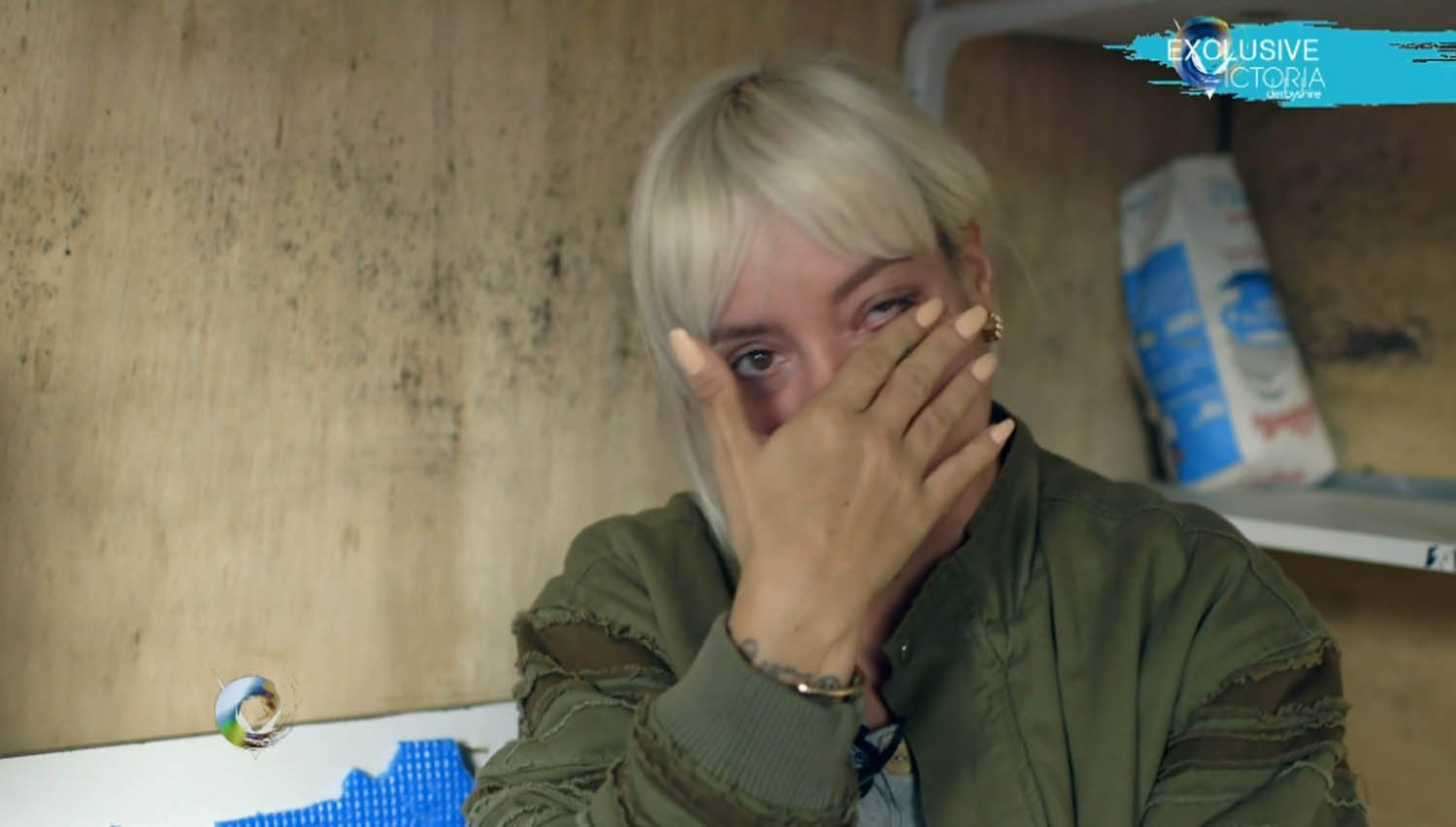 'I apologise for my country': Lily Allen weeps as she meets teen living in the Calais 'jungle'