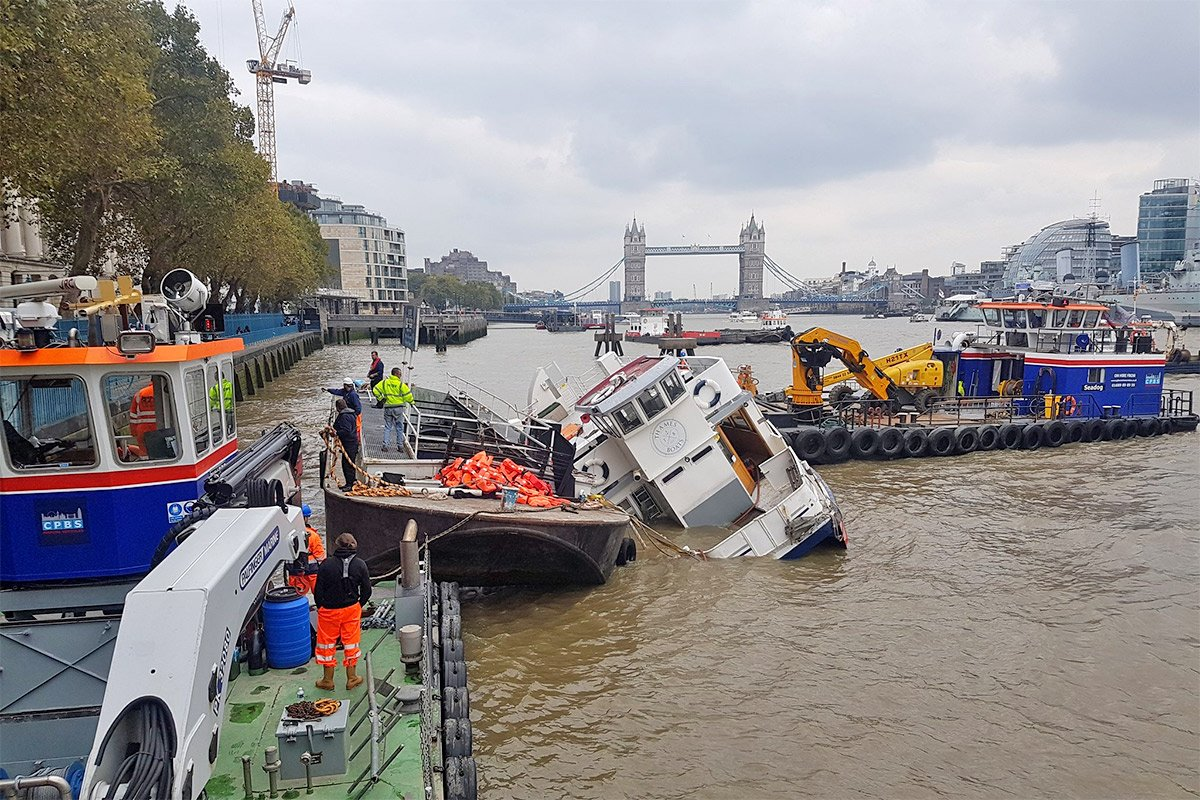 Rescue operation underway after massive party boat started sinking in the Thames credit: Phil von Oppen