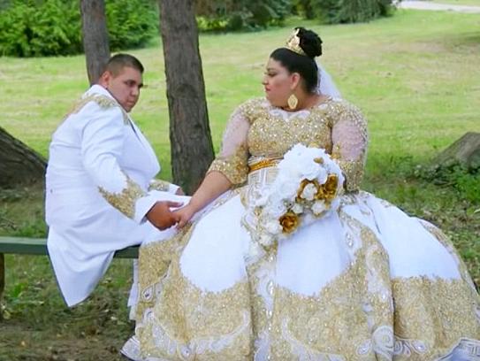 Teen bride wears £175,000 golden dress in ultimate Big Fat Gypsy Wedding
