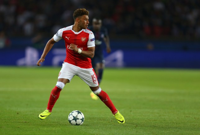PARIS, FRANCE - SEPTEMBER 13: Alex Oxlade-Chamberlain of Arsenal during the UEFA Champions League match between Paris Saint-Germain and Arsenal at Parc des Princes on September 13, 2016 in Paris, . (Photo by Catherine Ivill - AMA/Getty Images)