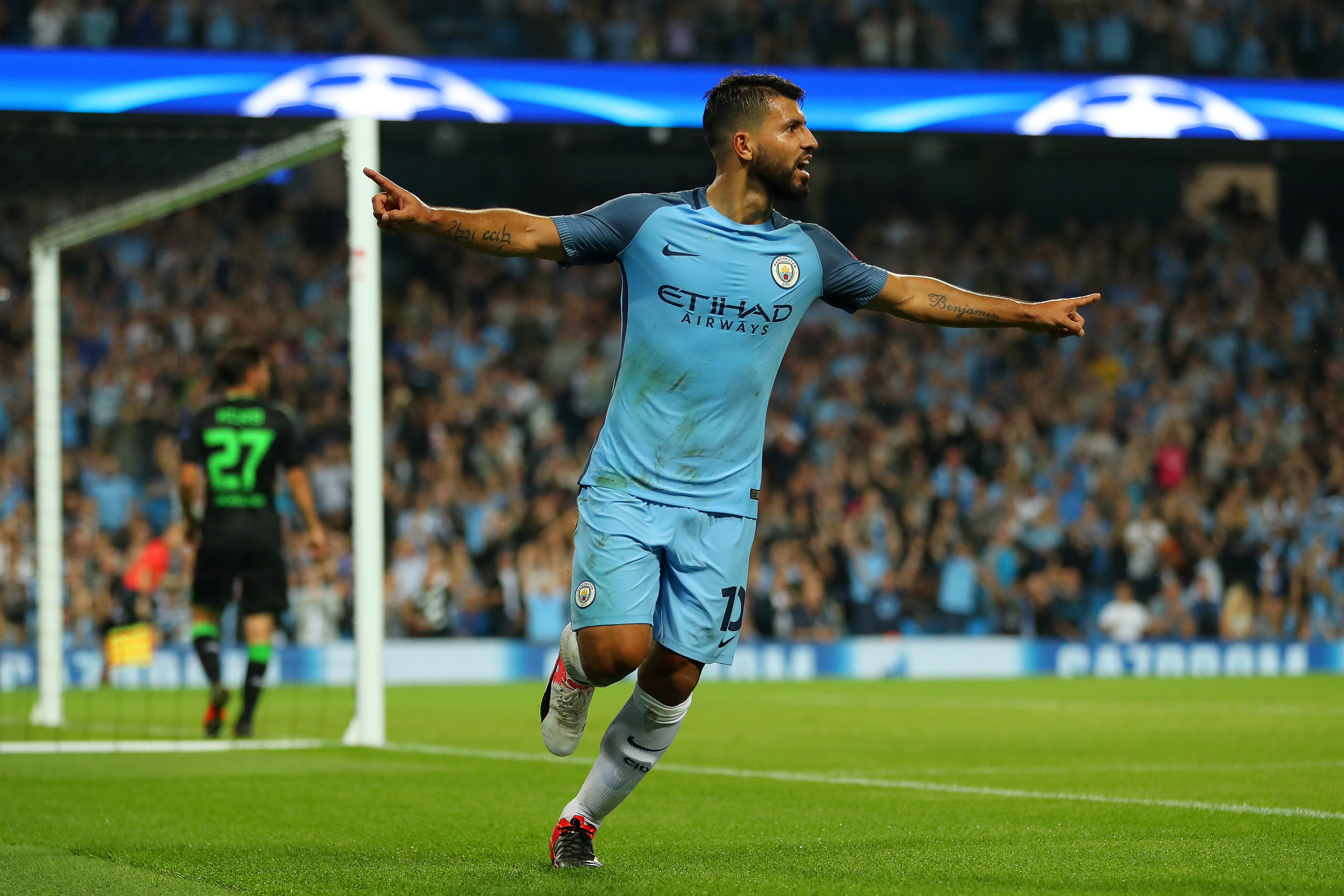 MANCHESTER, ENGLAND - SEPTEMBER 14: Sergio Aguero of Manchester City celebrates scoring during the UEFA Champions League match between Manchester City FC and VfL Borussia Moenchengladbach at Etihad Stadium on September 14, 2016 in Manchester, England. (Photo by Richard Heathcote/Getty Images)