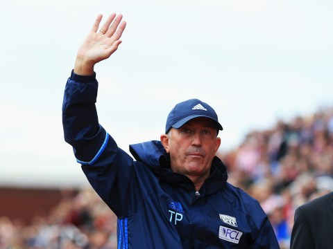 Tony Pulis signs new deal to remain West Brom boss