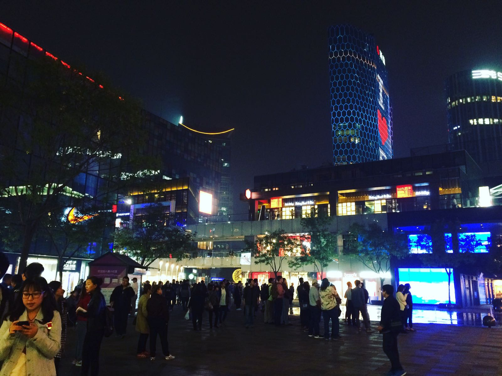 Sanlitun lit up at night (Photo: Sophie Murray-Morris)