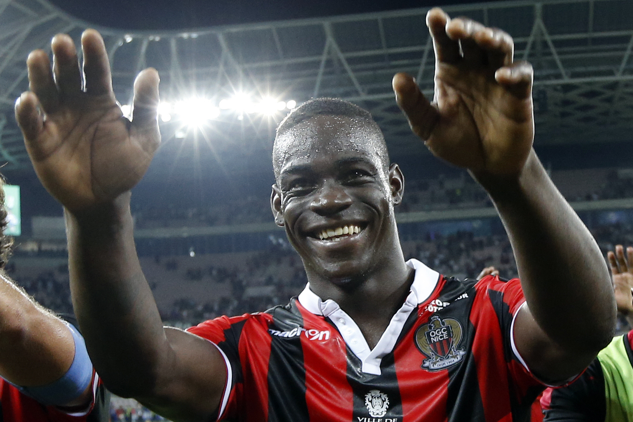 Mario Balotelli: I'm going to fly a helicopter over Nice if we win Ligue 1 title