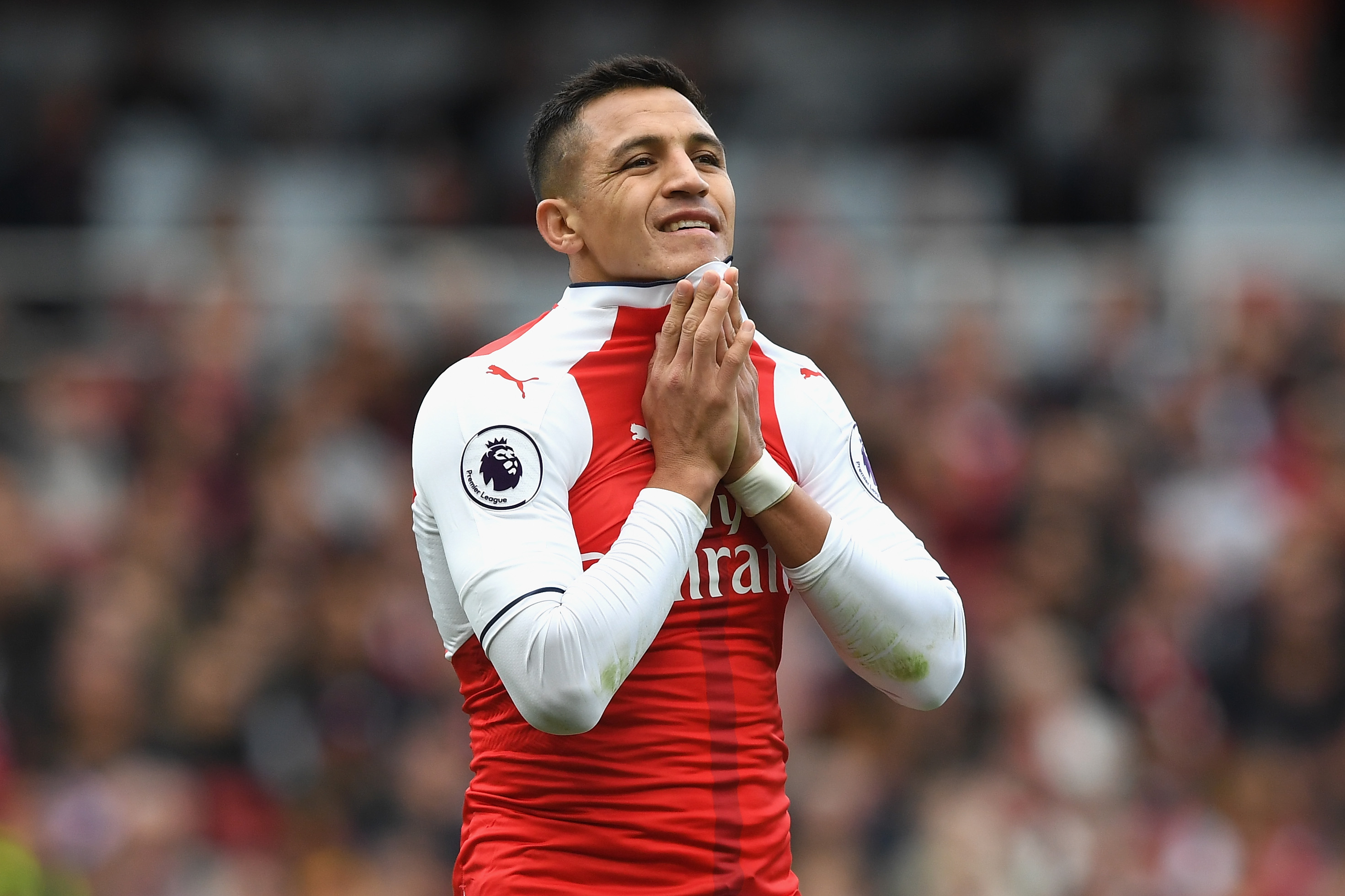 LONDON, ENGLAND - OCTOBER 22: Alexis Sanchez of Arsenal reacts during the Premier League match between Arsenal and Middlesbrough at the Emirates Stadium on October 22, 2016 in London, England. (Photo by Shaun Botterill/Getty Images)