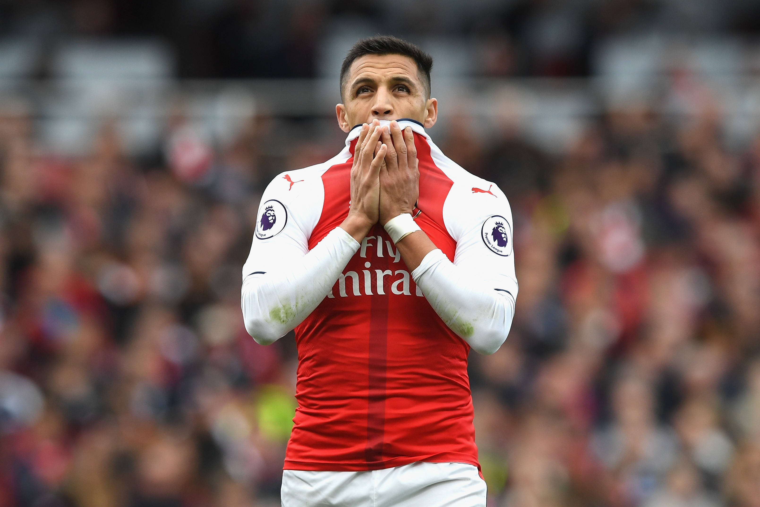 Arsenal call on fans to praise Alexis Sanchez – but their official tweet horribly backfires