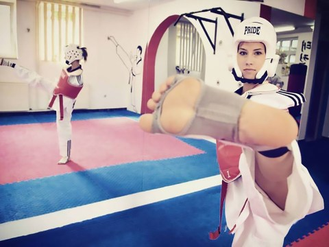 Woman born with no arms wins silver medal in taekwondo tournament