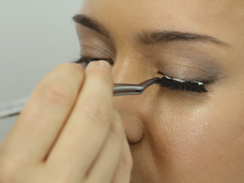 How to apply false eyelashes in just five simple steps