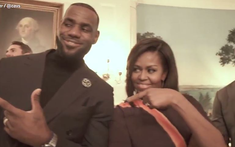 Michelle Obama pulls off perfect mannequin challenge in the White House