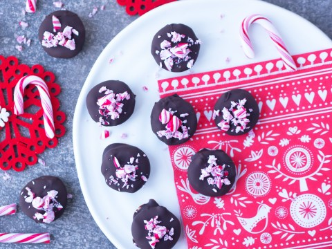 Vegan edible Christmas gifts: How to make chocolate-covered peppermint patties