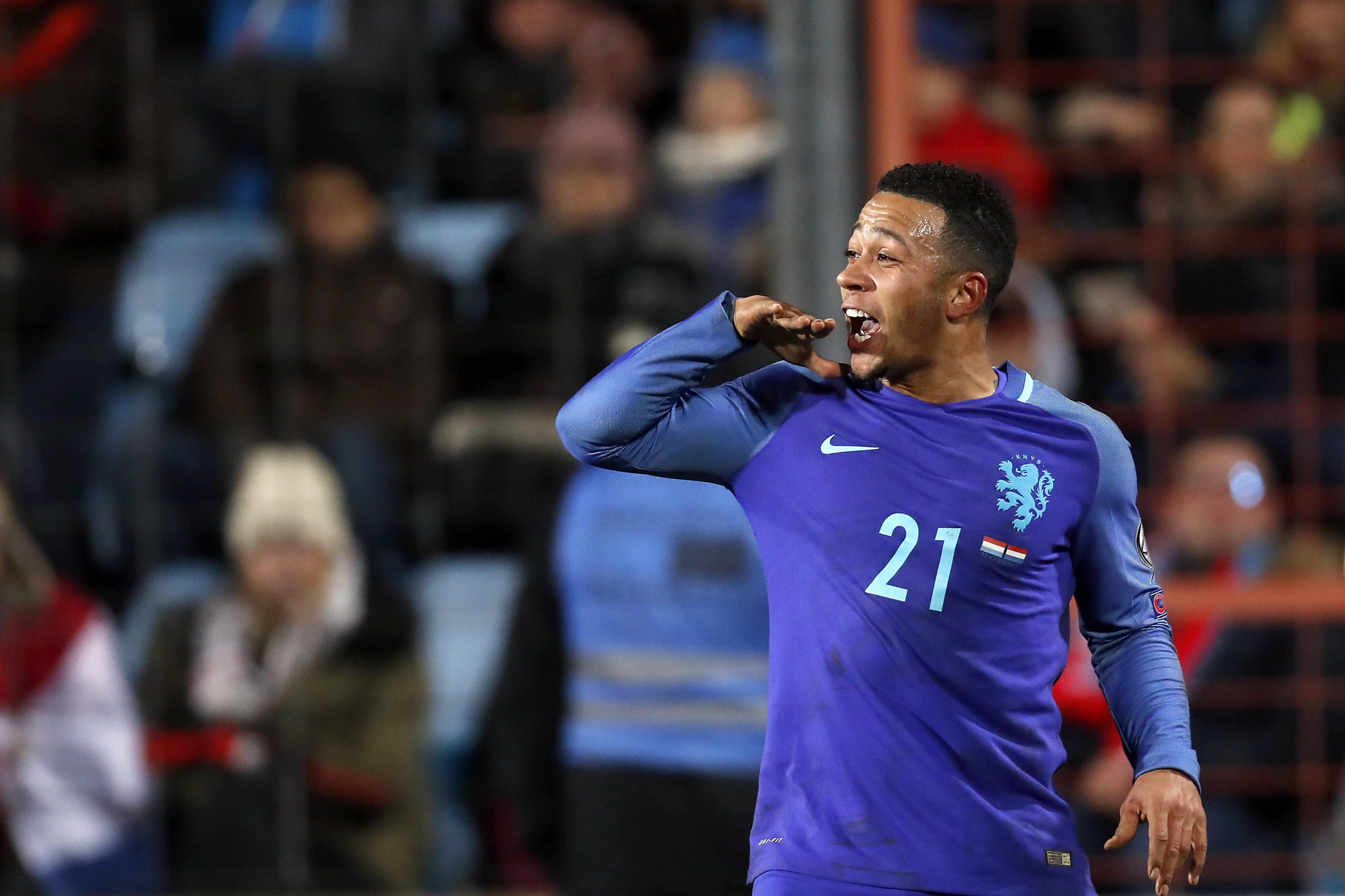 Arjen Robben backs Memphis Depay to prove his worth away from Manchester United