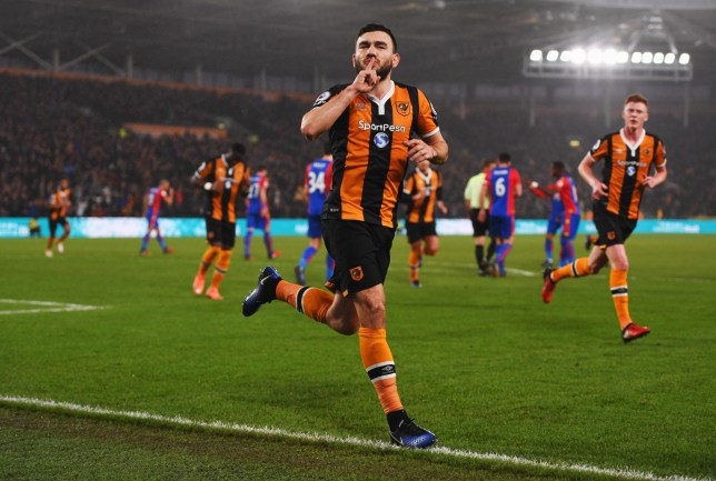 HULL, ENGLAND - DECEMBER 10: Robert Snodgrass of Hull City celebrates as he scores the first goal from a penalty during the Premier League match between Hull City and Crystal Palace at KCOM Stadium on December 10, 2016 in Hull, England. (Photo by Gareth Copley/Getty Images)
