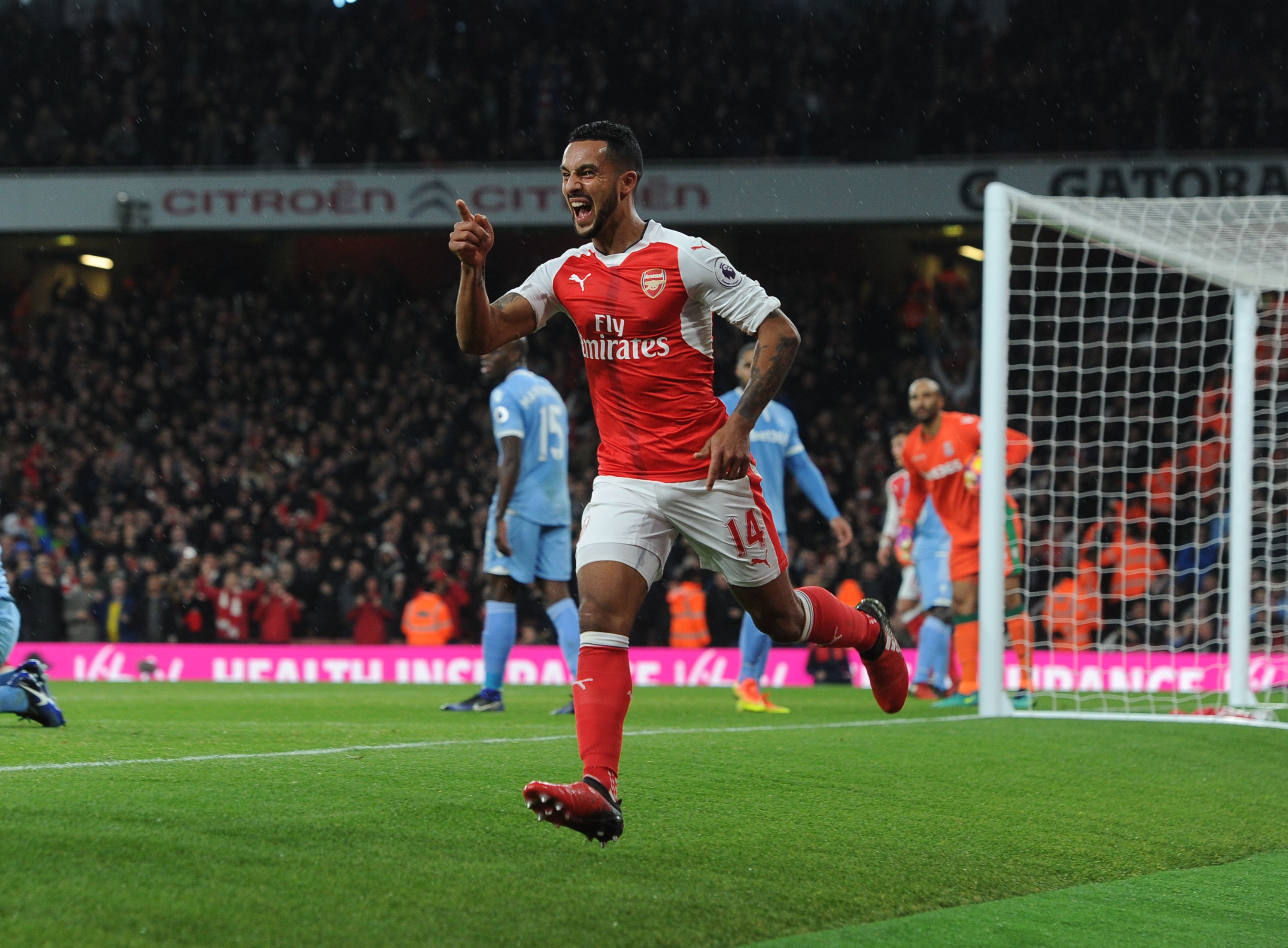 Arsenal's Theo Walcott targeting even more goals after hitting Christmas target