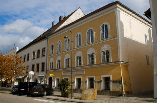 The house in which Adolf Hitler was born is seen in Braunau am Inn, Austria, October 22, 2016. REUTERS/Leonhard Foeger/File Photo TPX IMAGES OF THE DAY