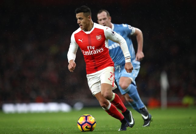 LONDON, ENGLAND - DECEMBER 10: Alexis Sanchez of Arsenal in action during the Premier League match between Arsenal and Stoke City at the Emirates Stadium on December 10, 2016 in London, England.  (Photo by Julian Finney/Getty Images)