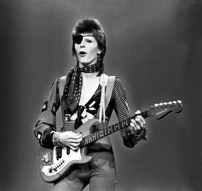 HILVERSUM, NETHERLANDS - FEBRUARY 13: David Bowie, with eye patch, performs 'Rebel Rebel' in the Top Pop Studios, Hilversum, Netherlands on February 13 1974. (Photo by Gijsbert Hanekroot/Redferns)