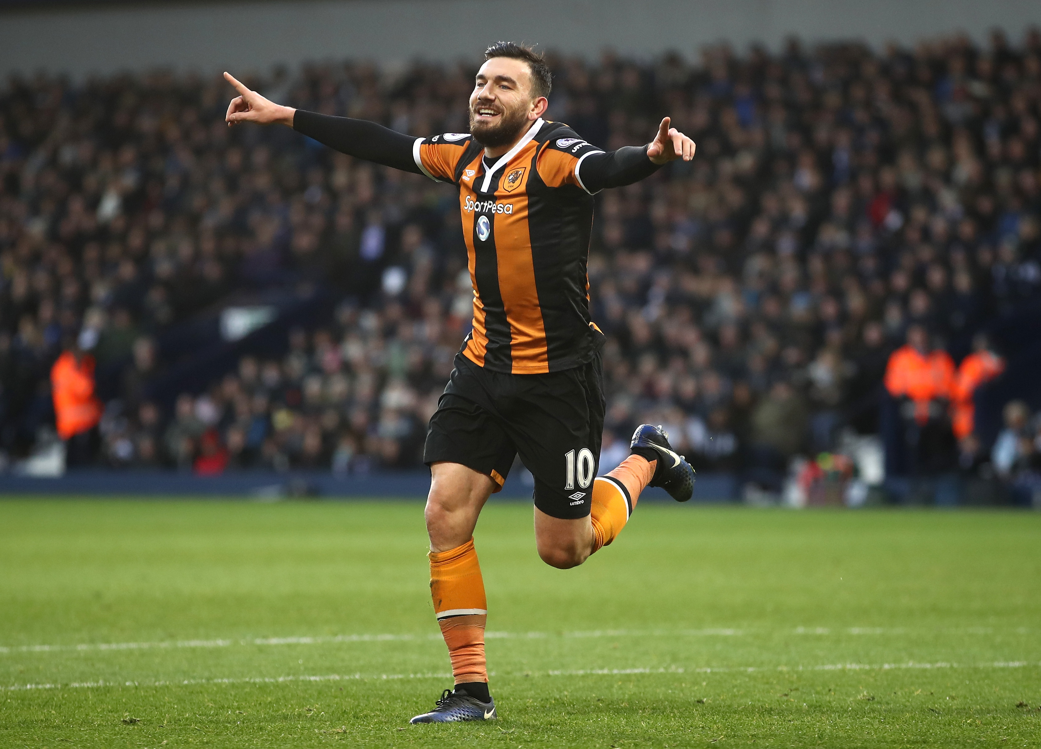 West Ham confirm transfer of Robert Snodgrass from Hull City