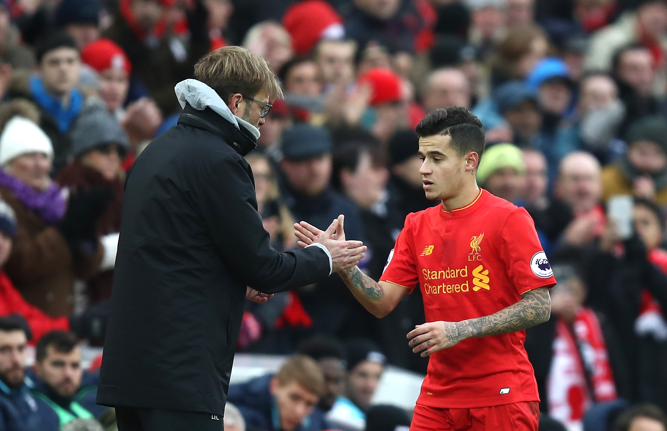 LIVERPOOL, ENGLAND - JANUARY 21: Jurgen Klopp, Manager of Liverpool (L) and Philippe Coutinho of Liverpool (R) shake hands after he is subbed off during the Premier League match between Liverpool and Swansea City at Anfield on January 21, 2017 in Liverpool, England.  (Photo by Julian Finney/Getty Images)