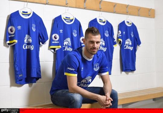 the best attitude 179c0 8949a Everton news: Toffees confirm Morgan Schneiderlin will wear ...