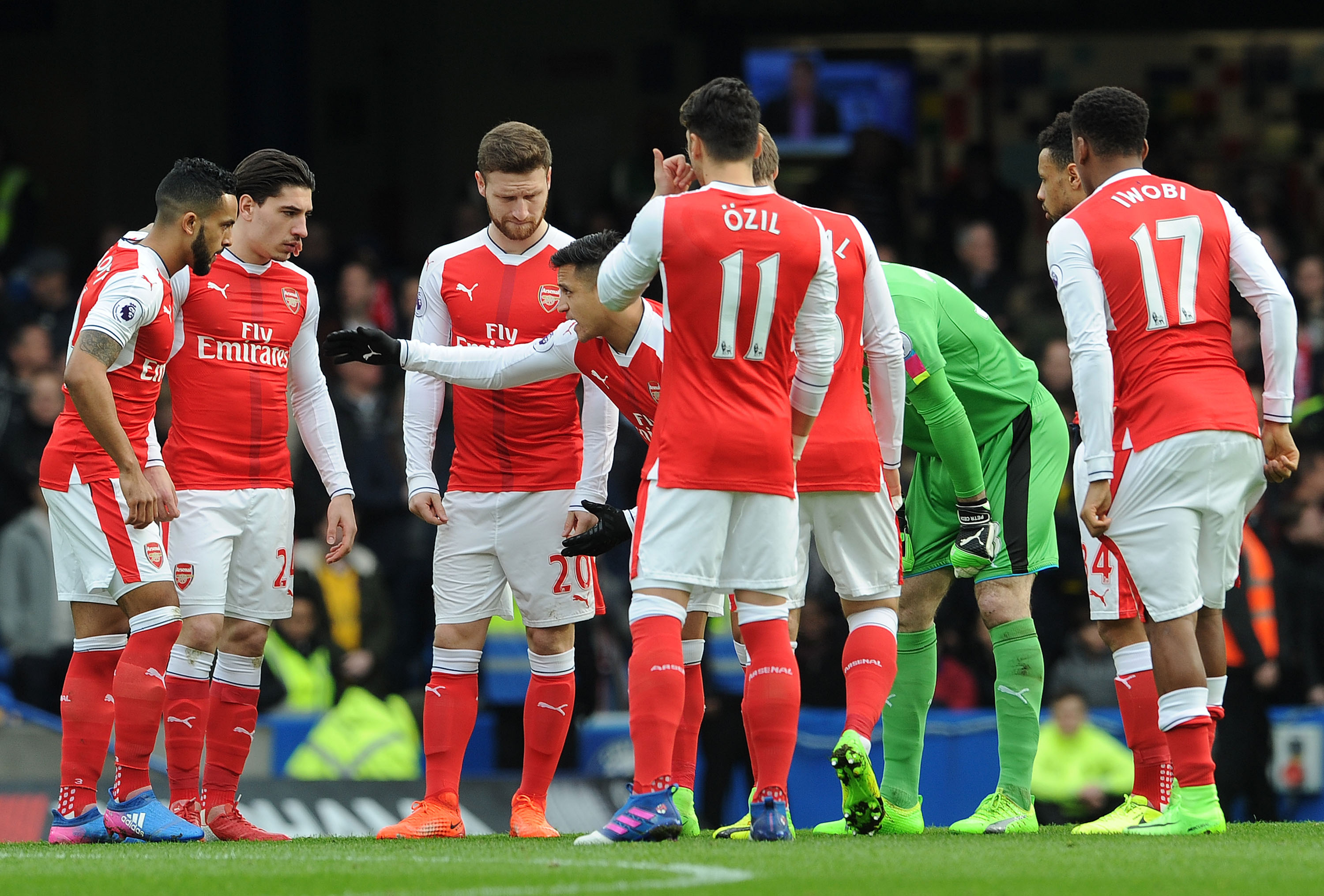 LONDON, ENGLAND - FEBRUARY 04: Alexis Sanchez of Arsenal gives his team mates instructions before the Premier League match between Chelsea and Arsenal at Stamford Bridge on February 4, 2017 in London, England. (Photo by David Price/Arsenal FC via Getty Images)