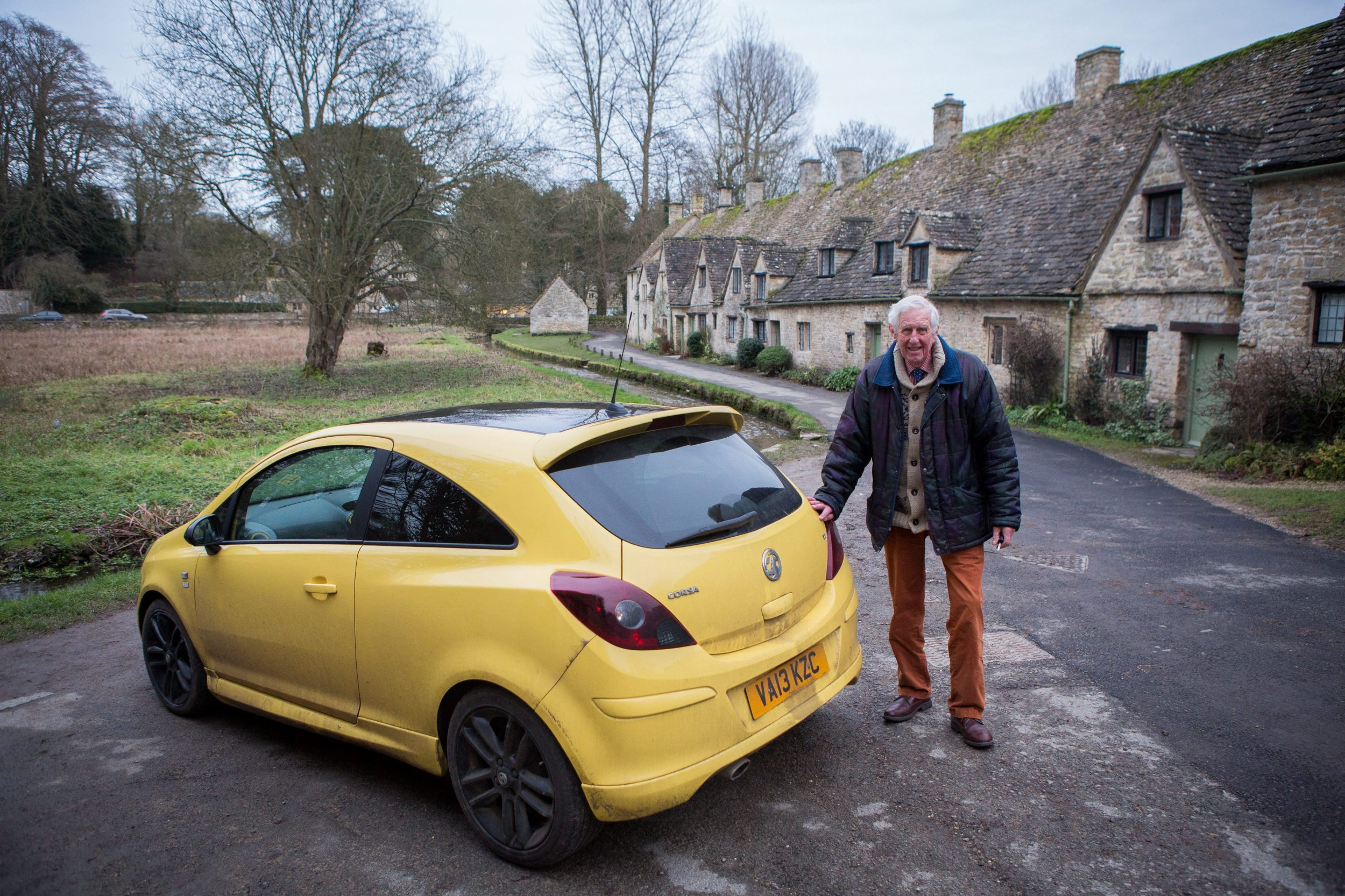 'Ugly' yellow car famous for ruining pretty landscape vandalised
