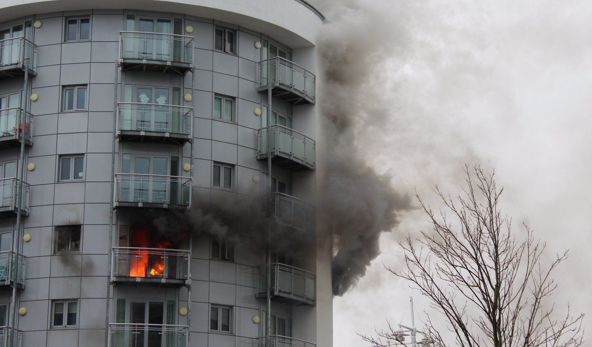 Pictured: The building on fireøøMore than 40 firefighters battled a fire that tore through an apartment block this afternoon.øøPolice closed roads in the Gunwharf Quays area of Portsmouth, Hants, after eyewitnesses saw smoke billowing from a fourth floor flat above the Tesco Express store.øøA spokesman for Hampshire Fire and Rescue Service said that nine fire engines are currently in attendance, with around 45 firefighters attempting to put out the flames.  SEE OUR COPY MORE DETAILS.  Please byline: Emma Kane/Solent News © Emma Kane/Solent News & Photo Agency UK +44 (0) 2380 458800