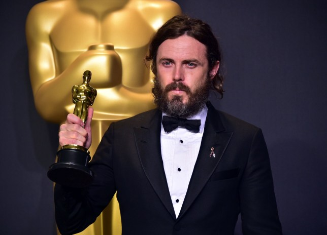 Casey Affleck poses in the press room with the Oscar for Best Actor during the 89th Annual Academy Awards on February 26, 2017, in Hollywood, California. / AFP PHOTO / FREDERIC J. BROWNFREDERIC J. BROWN/AFP/Getty Images