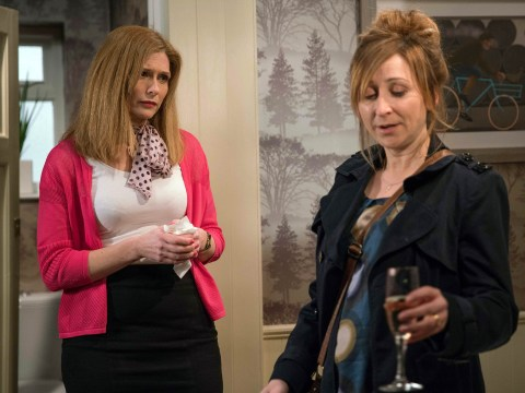 Emmerdale spoilers: Recovering alcoholic Laurel Thomas turns to wine to cope over Ashley?