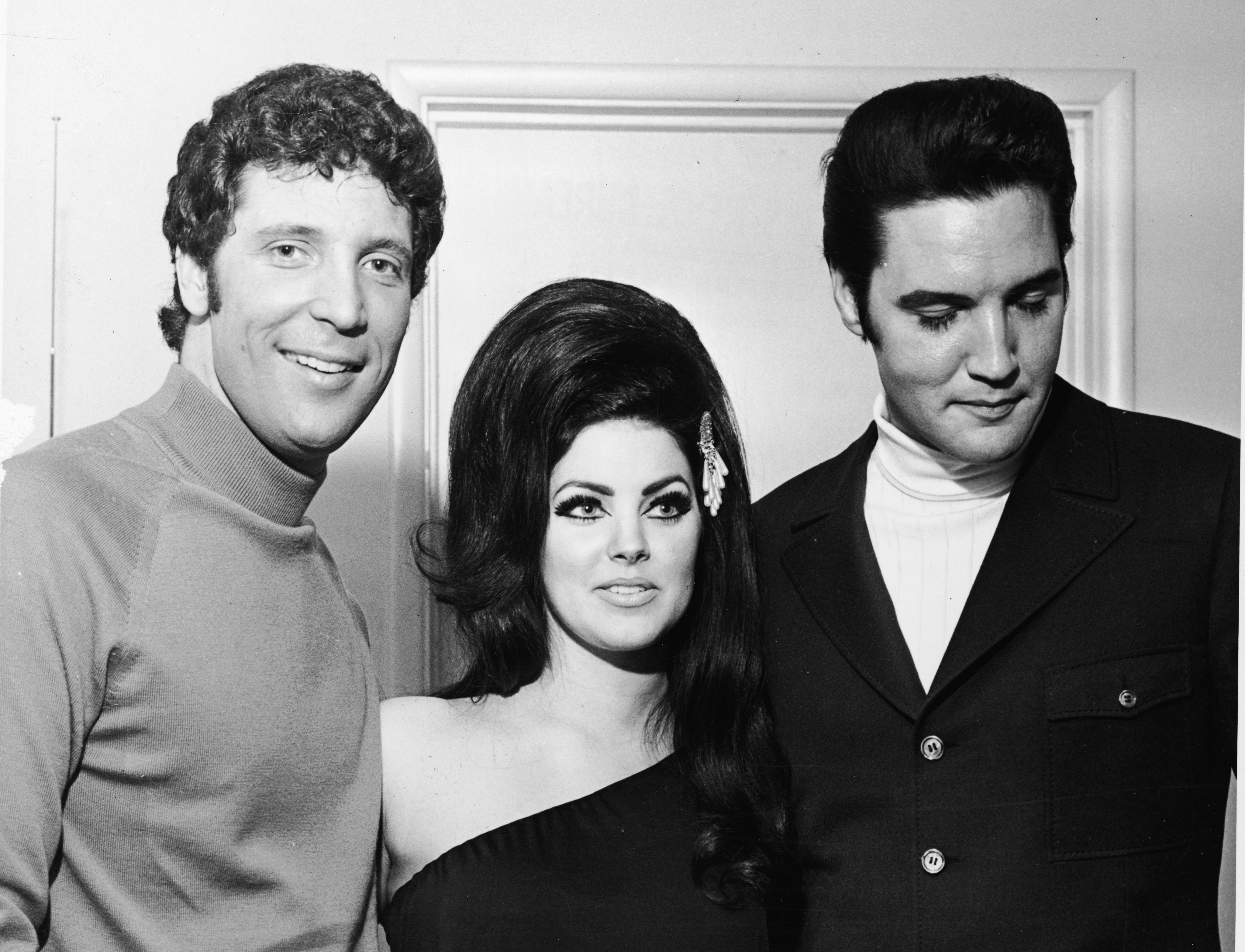 priscilla presley started dating elvis
