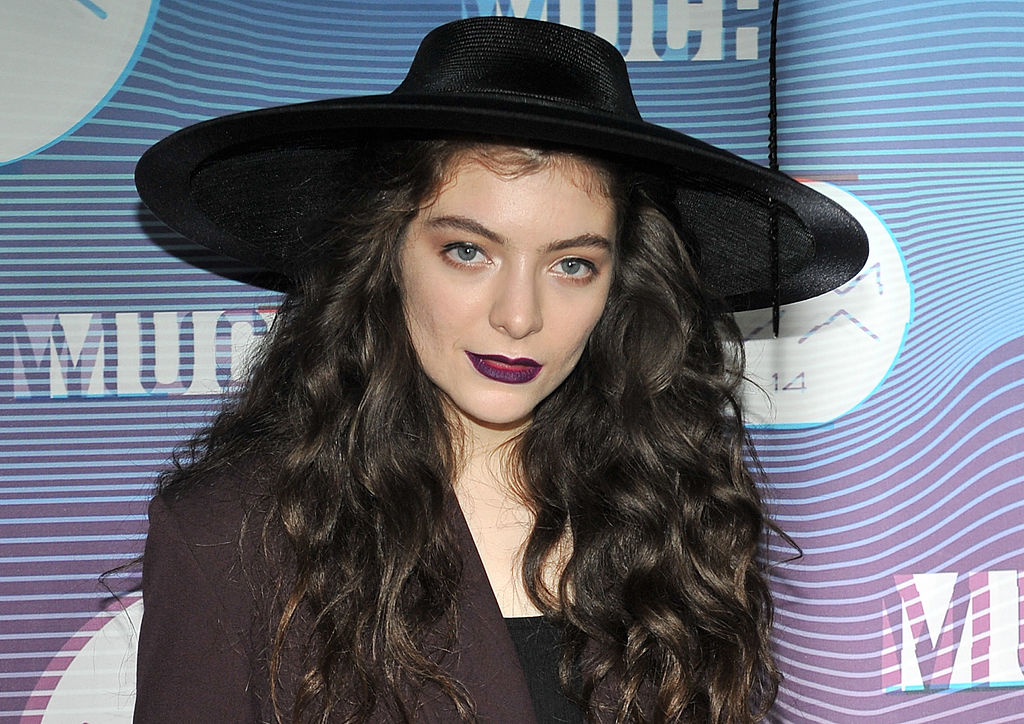 Lorde has been secretly rating onion rings on a private Instagram account