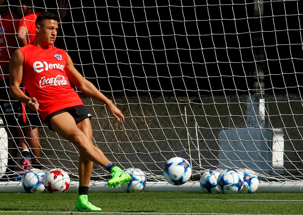 Alexis Sanchez trains with Chile team-mates despite ongoing ankle injury fears