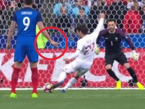 Olivier Giroud predicted where David Silva's penalty would go – but Hugo Lloris ignored him!