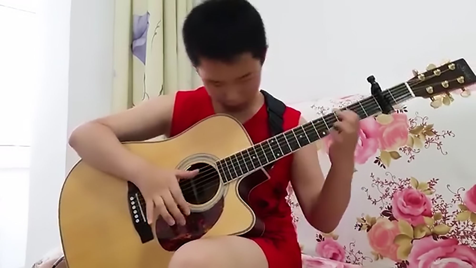 A 13-year-old boy from China has just outdone AC/DC with an incredible performance of Thunderstruck