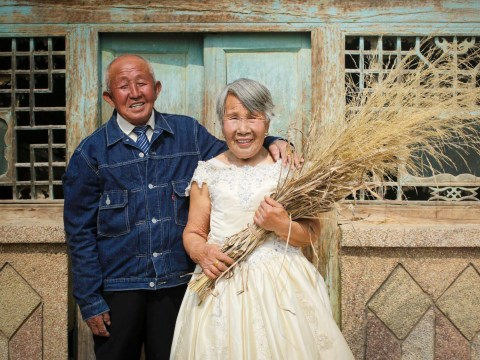 Couple in their 80s finally pose for their wedding photos 40 years after their big day