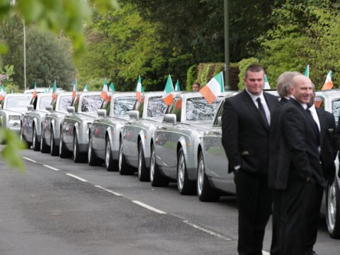 Hundreds pay respects at funeral of 'father of all travellers'