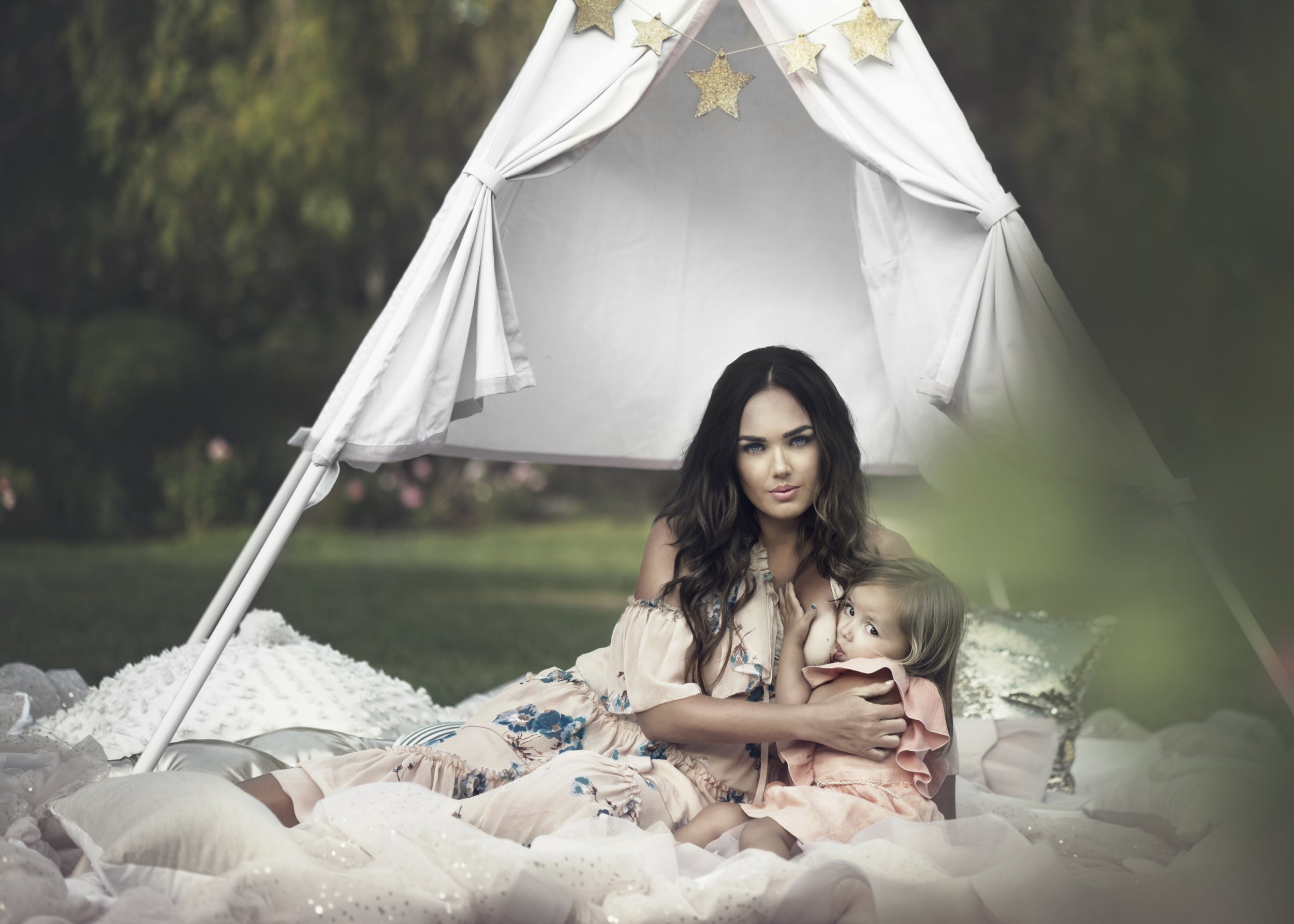 Tamara Ecclestone posts another photo of herself breast-feeding daughter Sophia and fans are divided
