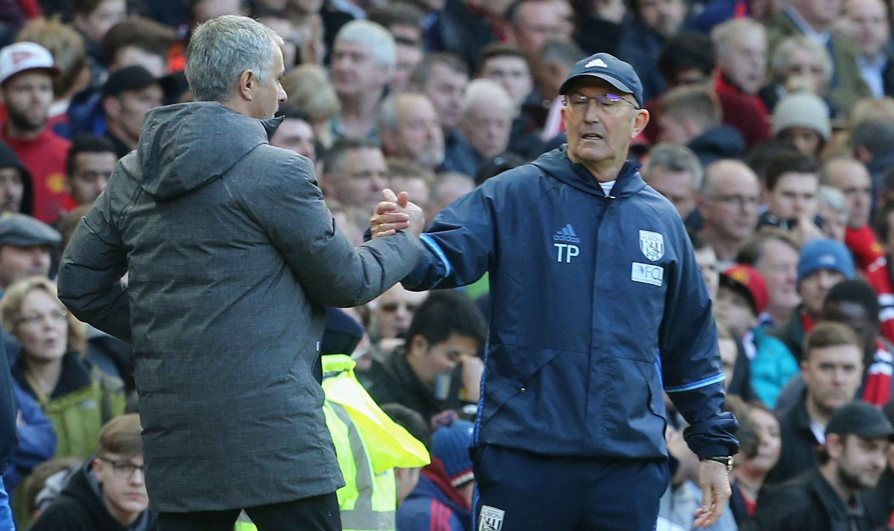 Manchester United fans report Tony Pulis to the FA for throwing water bottle during West Brom clash