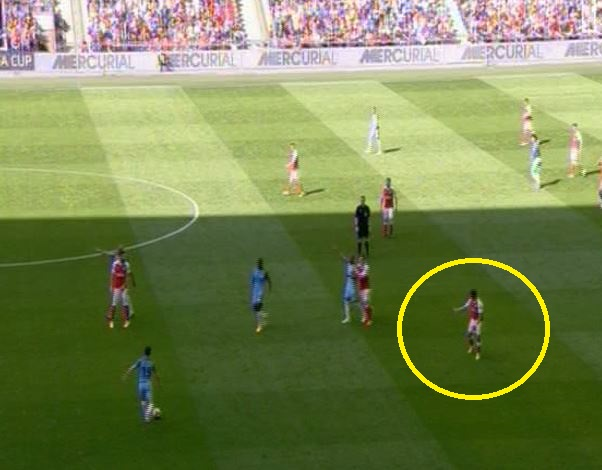 Alexis Sanchez can't contain his frustration with Olivier Giroud during Arsenal v Man City