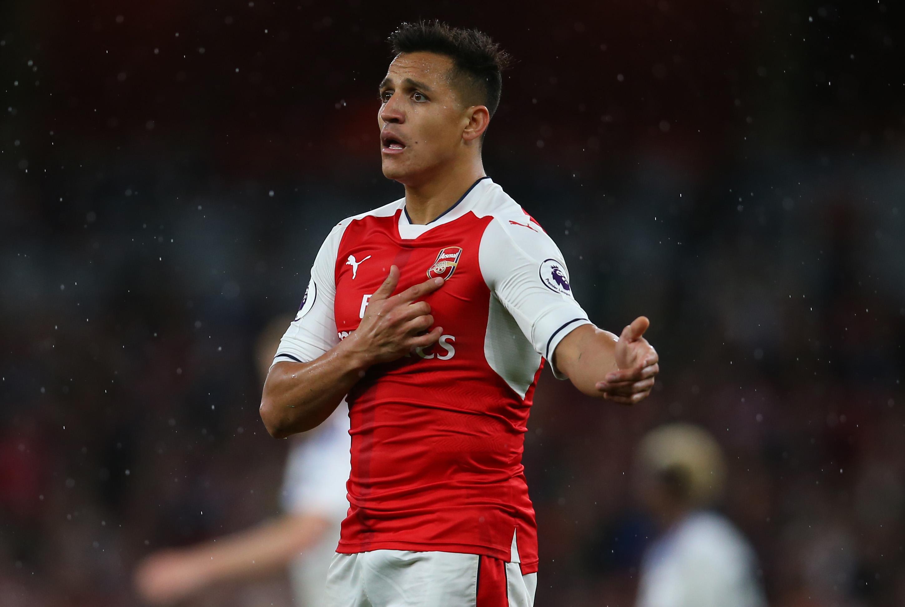 Alexis Sanchez contacted by Neymar and Dani Alves about joining Paris Saint-Germain