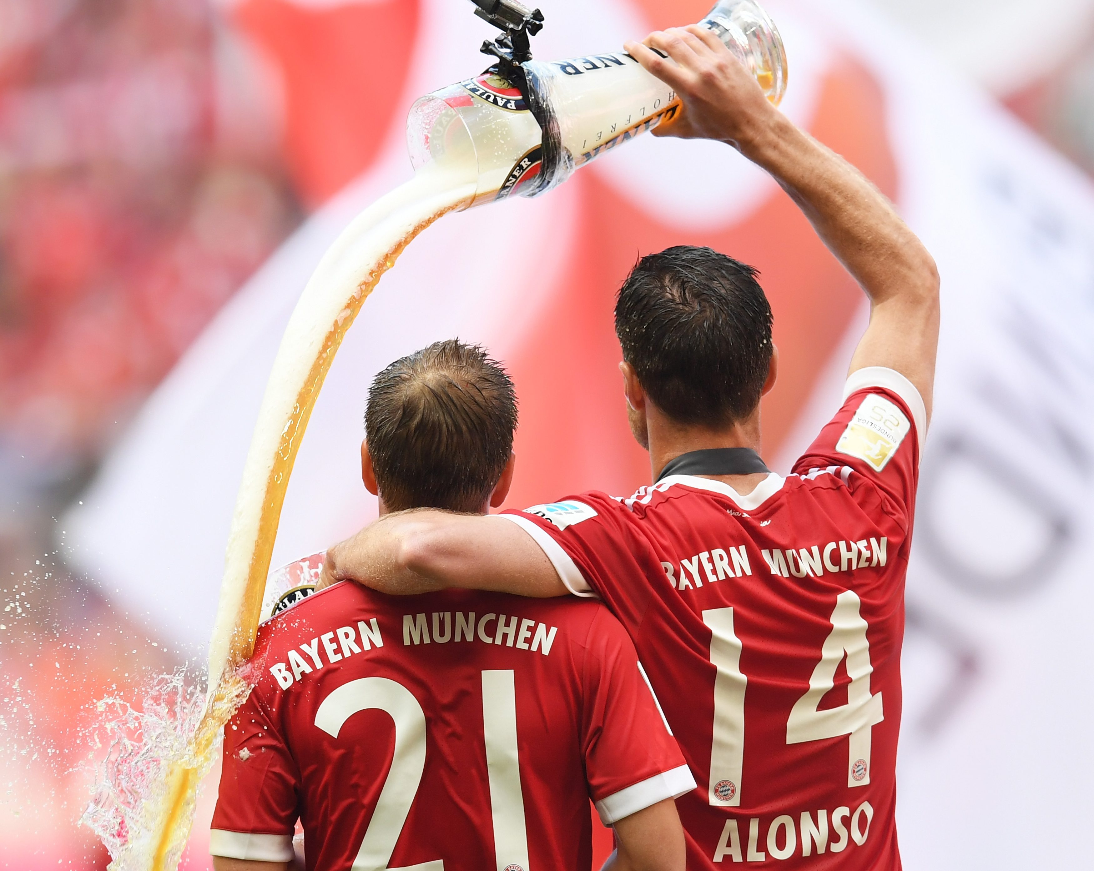 Xabi Alonso and Philipp Lahm get heroes' send-off in final games for Bayern Munich