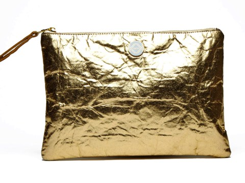 These beautiful clutch bags are made from pineapple leaves and we're obsessed