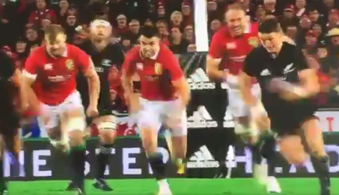 Beauden Barrett's ridiculous one-handed pick-up for All Blacks against Lions