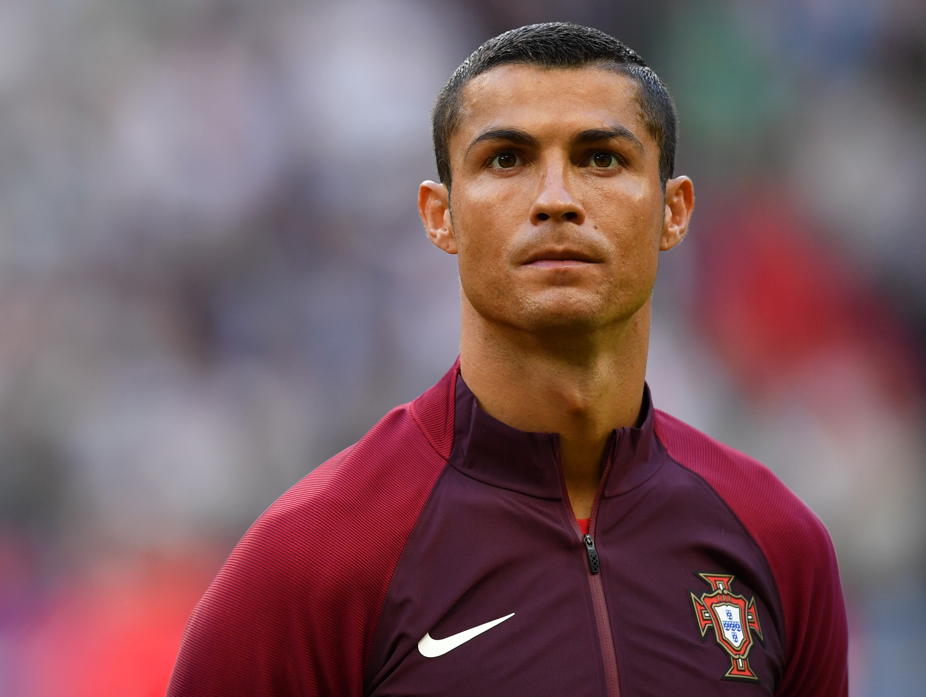 German club offers Cristiano Ronaldo a lifetime's supply of beer if he joins – he's teetotal