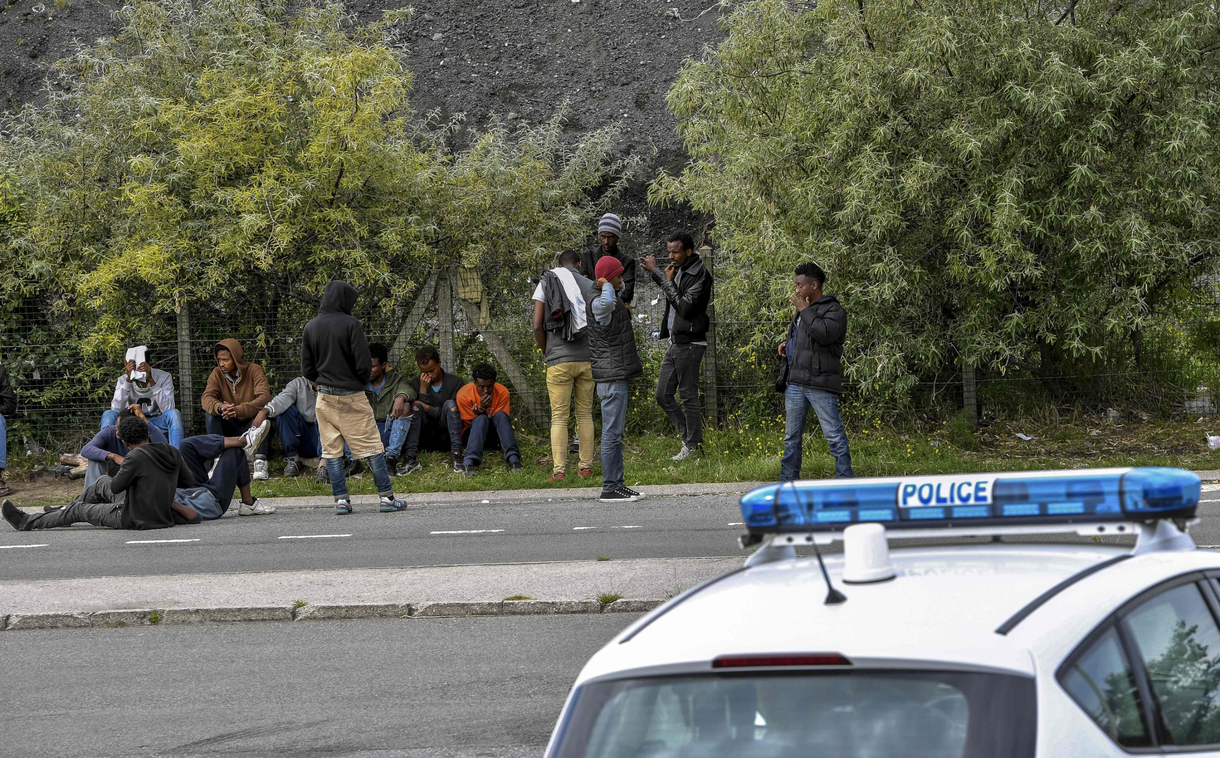 Huge brawls see hundreds of migrants fighting in Calais