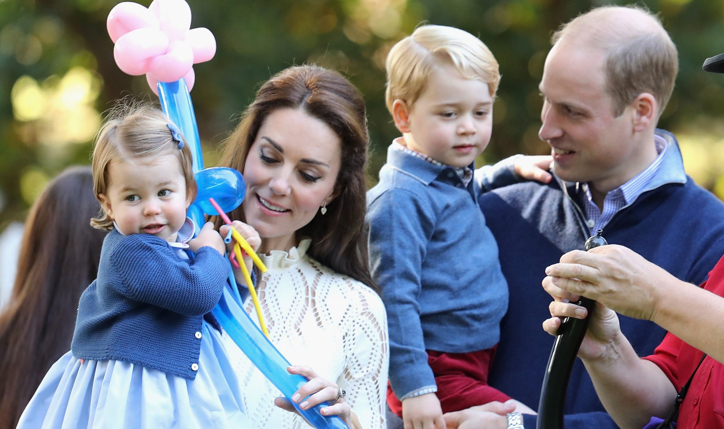 William and Kate announce they are expecting their third child